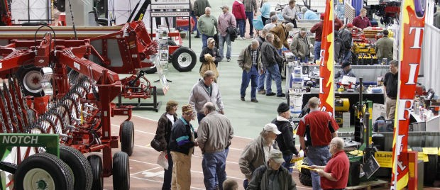 Attendees-exhibit-floor-hawkeye farm show